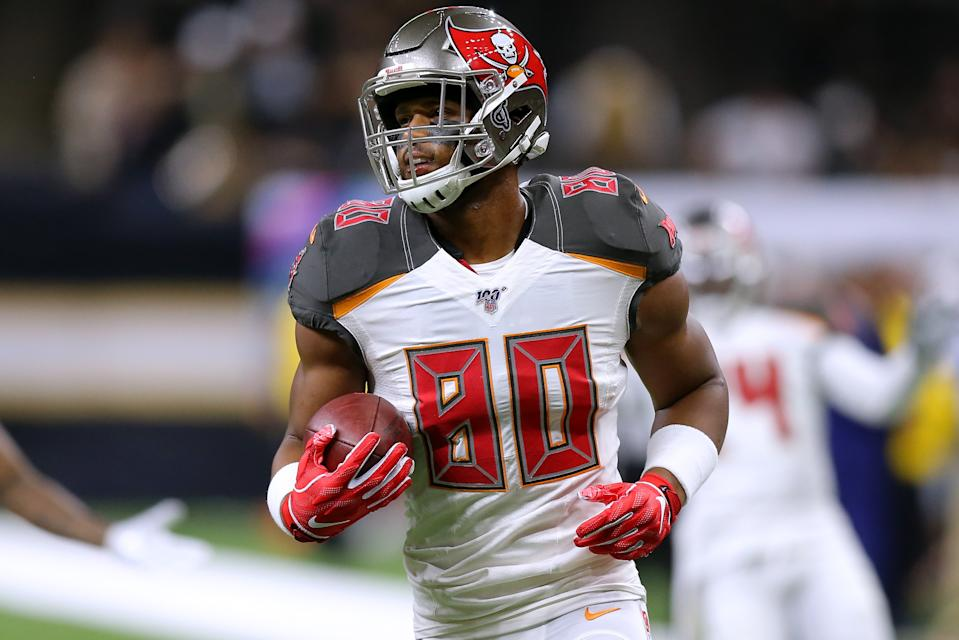 O.J. Howard of the Tampa Bay Buccaneers had an interception go off his back. (Photo by Jonathan Bachman/Getty Images)
