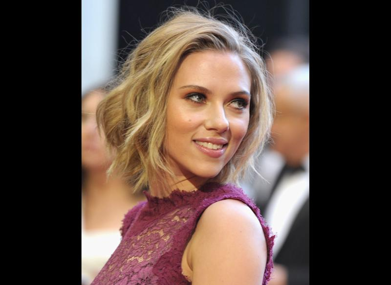LOS ANGELES, CA - FEBRUARY 27: Actress Scarlett Johansson arrives at the 83rd Annual Academy Awards held at the Kodak Theatre on February 27, 2011 in Hollywood, California. (Photo by John Shearer/Getty Images)