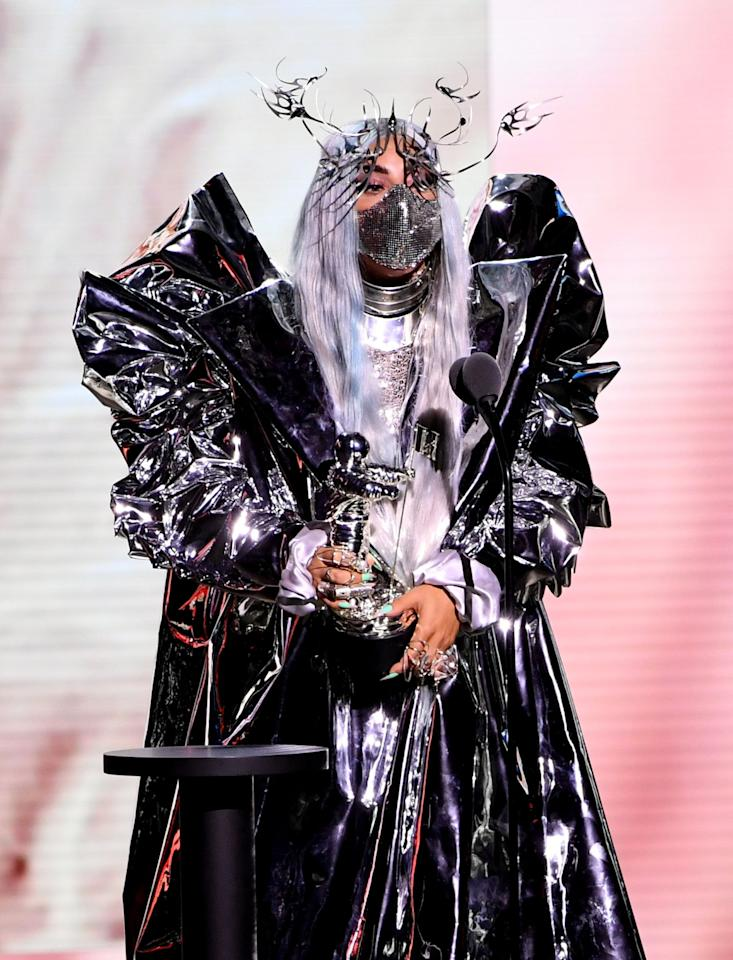 <p>She accepted the first-ever tricon award in a custom Maison Met face mask, Lance Victor Moore face armor, and an oversized Candice Cuoco jacket.</p>