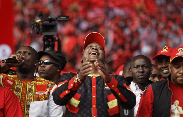 <p>Kenya's President Uhuru Kenyatta laughs at a song that was played over the loudspeakers, at an election rally in Uhuru Park in Nairobi, Kenya, Friday, Aug. 4, 2017. (Photo: Ben Curtis/AP) </p>