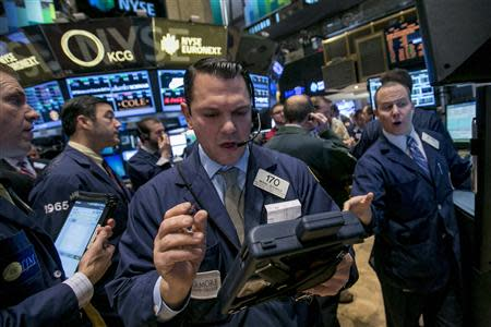 Traders work on the floor of the New York Stock Exchange January 21, 2014. REUTERS/Brendan McDermid