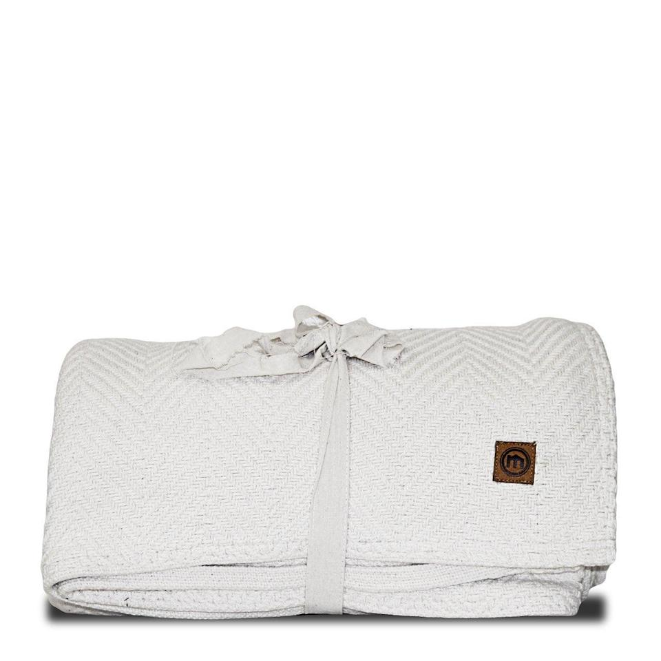"<h2>Mitscoots Outfitters White Loom Woven Chevron Blanket</h2><br>Plush blankets are <em>the </em>perfect cozy hosting gift — but this one in particular has an even more thoughtful mission: For every blanket purchased, the brand gives an equal quality blanket to a shelter helping individuals in need.<br><br><strong>Mitscoots Outfitters</strong> White Loom Woven Chevron Blanket, $, available at <a href=""https://go.skimresources.com/?id=30283X879131&url=https%3A%2F%2Fwww.mitscoots.com%2Fcollections%2Fblankets-by-mitscoots-outfitters%2Fproducts%2Fwhite-loom-woven-chevron-blanket"" rel=""nofollow noopener"" target=""_blank"" data-ylk=""slk:Mitscoots Outfitters"" class=""link rapid-noclick-resp"">Mitscoots Outfitters</a>"