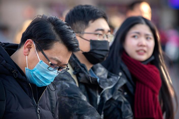 Travelers face masks when they walk outside the Beijing Railway Station in Beijing on Monday, 20 January, 2020. On Monday, China reported that there had been a significant increase in the number of people infected with a new coronavirus, including the first cases in the capital. The outbreak comes with the busiest travel period in the country, as millions trains and planes for Lunar New Year holidays. (Photo AP / Mark Schiefelbein)