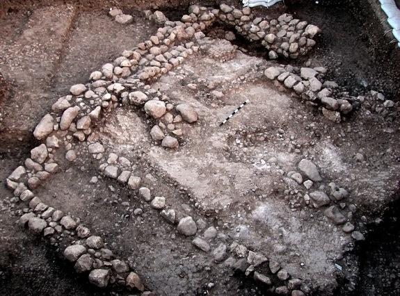 This image shows the 10,000-year-old house, the oldest dwelling to be unearthed to date in the Judean Shephelah.