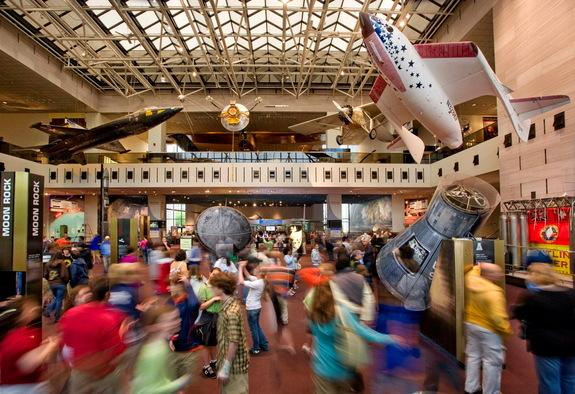 'Milestone' Makeover: Smithsonian Air and Space Museum to Renovate Main Hall