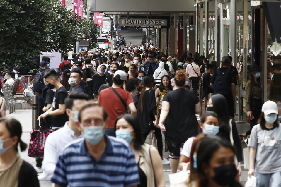 MELBOURNE, AUSTRALIA - NOVEMBER 27: People walk along a busy Bourke Street Mall on November 27, 2020 in Melbourne, Australia. Victoria has recorded no new coronavirus cases for the 28th consecutive day, meeting the official definition for elimination. (Photo by Daniel Pockett/Getty Images)