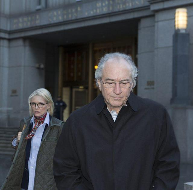 De Niro and Michelle Pfeiffer as Bernie and Ruth Madoff. Source: Craig Blankenhorn/HBO.