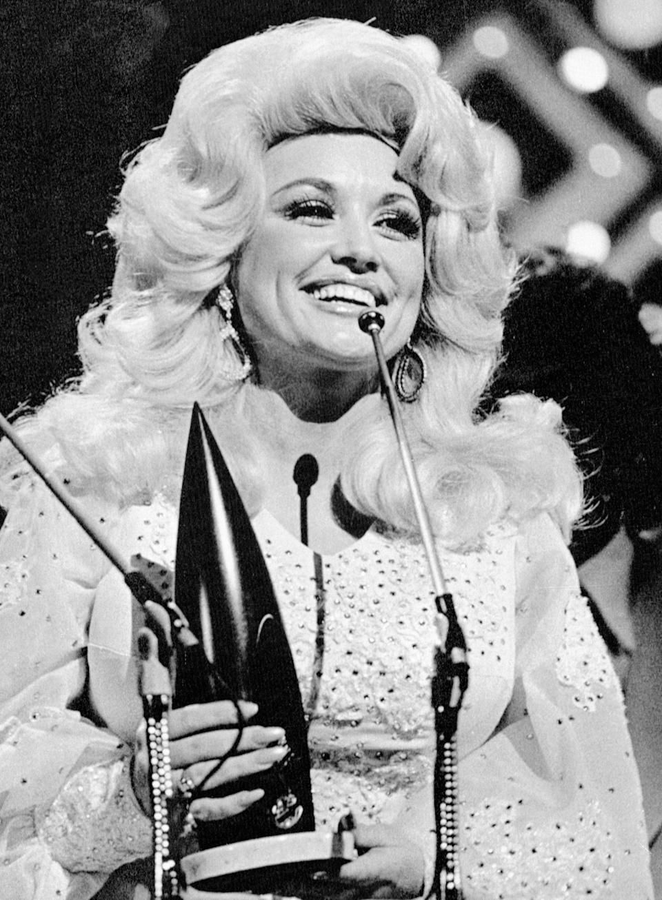 <p>Two years later, the Tennesse darling bested Lynn to pick up what is surprisingly her only entertainer of the year trophy. </p>