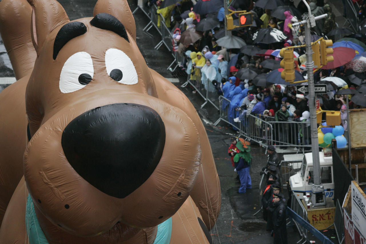 The Scooby Doo balloon floats down Broadway in the rain during the Macy's Thanksgiving Day parade in New York, Thursday, Nov. 23, 2006.  (AP Photo/Jeff Christensen)
