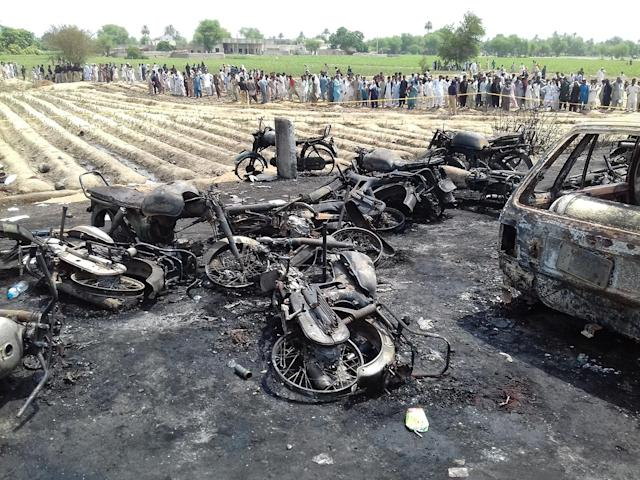 <p>Destroyed vehicles are seen at the site of an overturned oil tanker which caught fire and killed 123 people after the explosion, near the Pakistani city of Bahawalpur in southern Punjab province, on June 25, 2017. (Khan Muhammad/Anadolu Agency/Getty Images) </p>