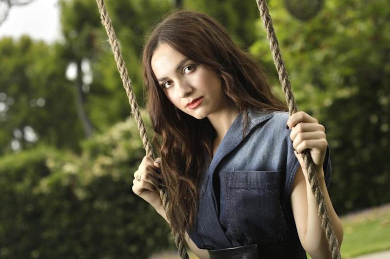 """Los Angeles, California-May 28, 2020-Actress Maude Apatow will star in """"The King of Staten Island"""" and Netflix show """"Hollywood."""" Maude Apatow, Judd Apatow's 22-year-old daughter, has been trying to make a name for herself as an actress for a few years, and is now in two new projects: Her dad's summer comedy """"The King of Staten Island"""" and the Ryan Murphy Netflix show """"Hollywood."""" (Carolyn Cole/Los Angeles Times)"""