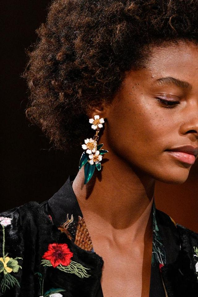 <p>Daisy floral earrings at the the Oscar de la Renta FW18 show. (Photo: Getty Images) </p>