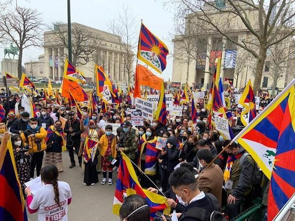Over 1500 Tibetans protest in Paris against decades of Chinese atrocities
