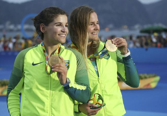 2016 Rio Olympics - Sailing - Victory Ceremony - Women's Skiff - 49er FX - Victory Ceremony - Marina de Gloria - Rio de Janeiro, Brazil - 18/08/2016. Gold medalists Martine Grael (BRA) of Brazil and Kahena Kunze (BRA) of Brazil pose with their medals. REUTERS/Benoit Tessier FOR EDITORIAL USE ONLY. NOT FOR SALE FOR MARKETING OR ADVERTISING CAMPAIGNS.