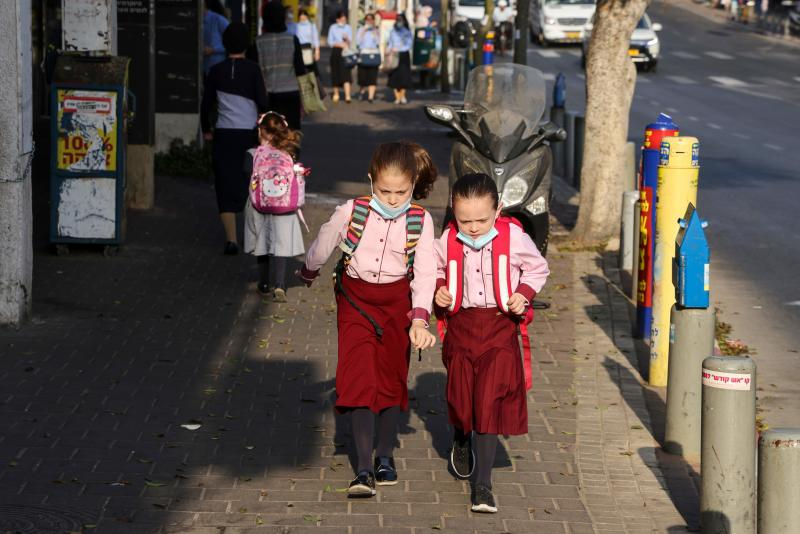 Ultra-Orthodox Jewish schoolgirls, wearing protective face masks due to the COVID-19 coronavirus pandemic, walk in a street in the ultra-Orthodox city of Bnei Brak, near Tel Aviv on September 6, 2020. - Israel, next week, is expected to impose a new lockdown over some ten cities following the spread of the Coronavirus disease. (Photo by MENAHEM KAHANA / AFP) (Photo by MENAHEM KAHANA/AFP via Getty Images)