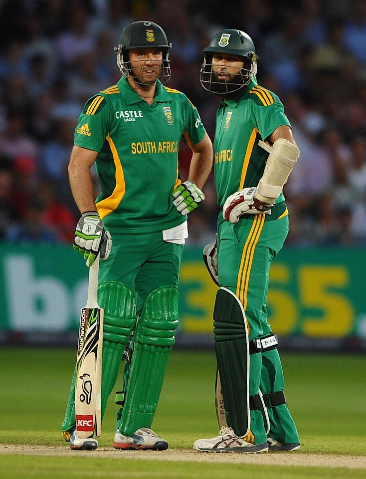 NOTTINGHAM, ENGLAND - SEPTEMBER 05: AB de Villiers and Hashim Amla of South Africa in action during the 5th NatWest Series ODI match England and South Africa at Trent Bridge on September 5, 2012 in Nottingham, England.  (Photo by Laurence Griffiths/Getty Images)