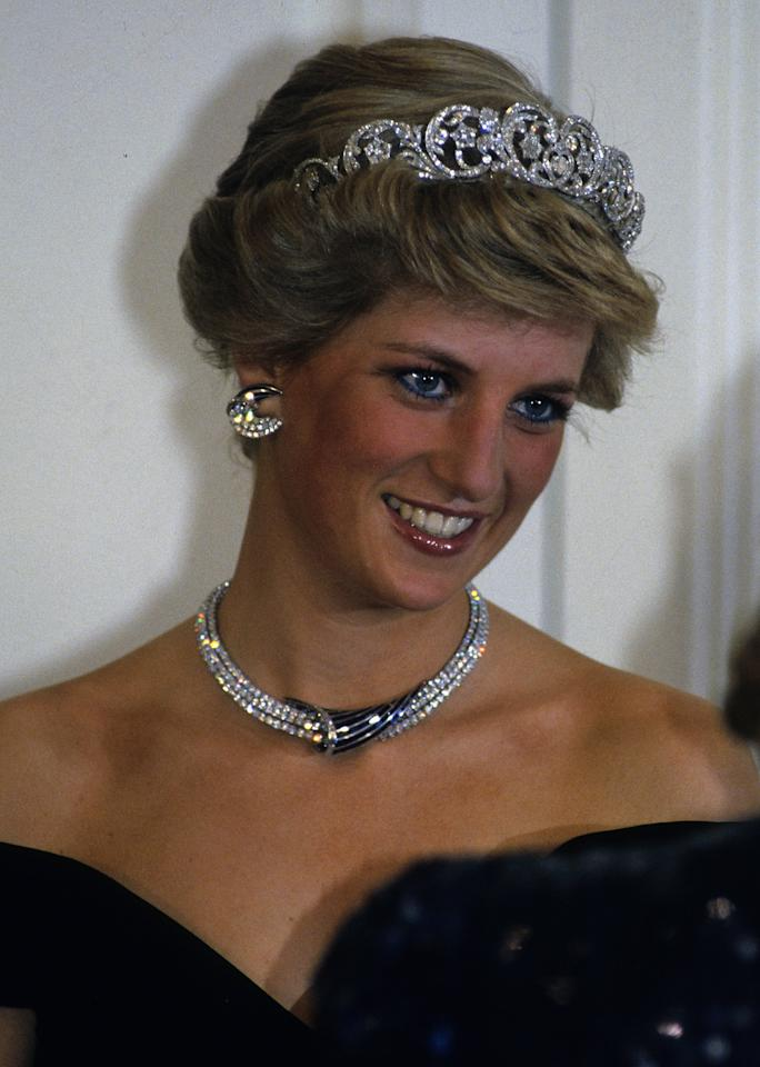 <p>In 1987, Princess Diana had the front pieces of her hair styled away from her face.</p>