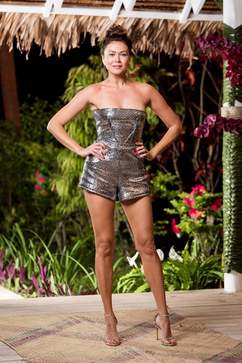 She was only in Paradise for two days, but that didn't stop Sasha from getting the low-down on her fellow Bachelor In Paradise cast mates. Source: Ten