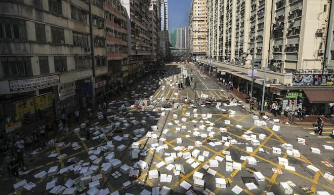 Protesters set roadblocks in Sai Wan Ho as riot police arrive clear the area. Photo: Nora Tam