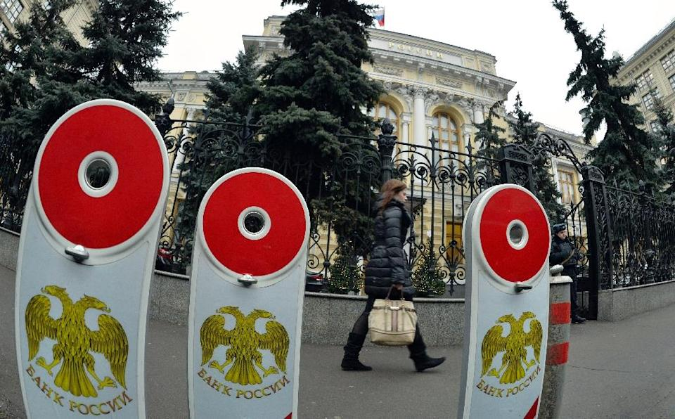 A woman walks past the head office of the Central Bank in Moscow (AFP Photo/Yuri Kadobnov)