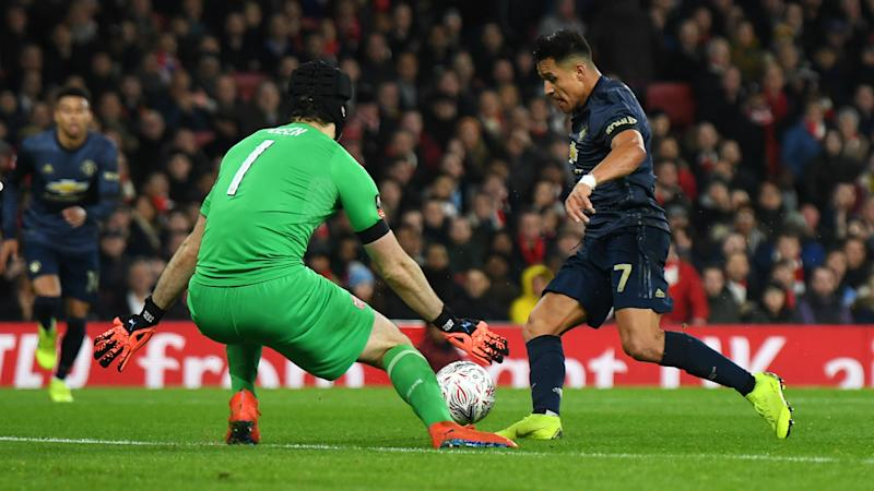 Arsenal 1 Manchester United 3: Sanchez helps down old club as Solskjaer streak continues