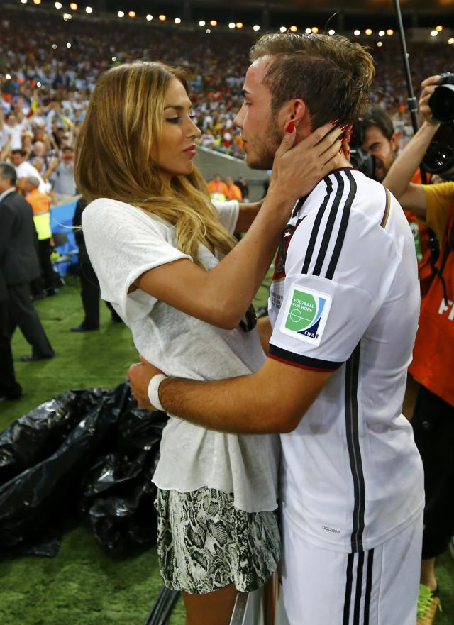 Germany's Mario Goetze hugs his girlfriend Ann-Kathrin Brommel after extra time in the 2014 World Cup final between Germany and Argentina at the Maracana stadium in Rio de Janeiro July 13, 2014. REUTERS/Darren Staples (BRAZIL - Tags: TPX IMAGES OF THE DAY ENTERTAINMENT SOCCER SPORT WORLD CUP)