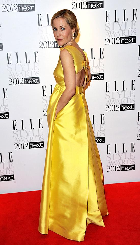 Gillian Anderson strut her stuff in a WilliamVintage dress. What do you think of the canary-colored garment? (2/13/2012)
