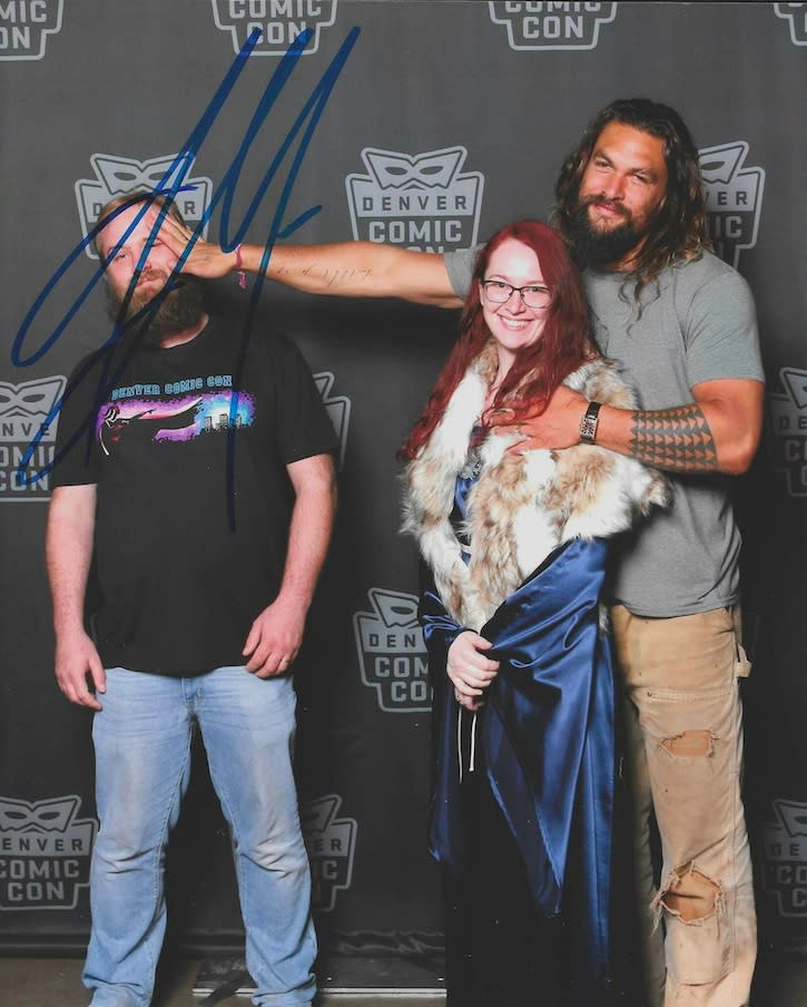fan asks for photo alone with momoa, husband says no, resulting in this viral image.