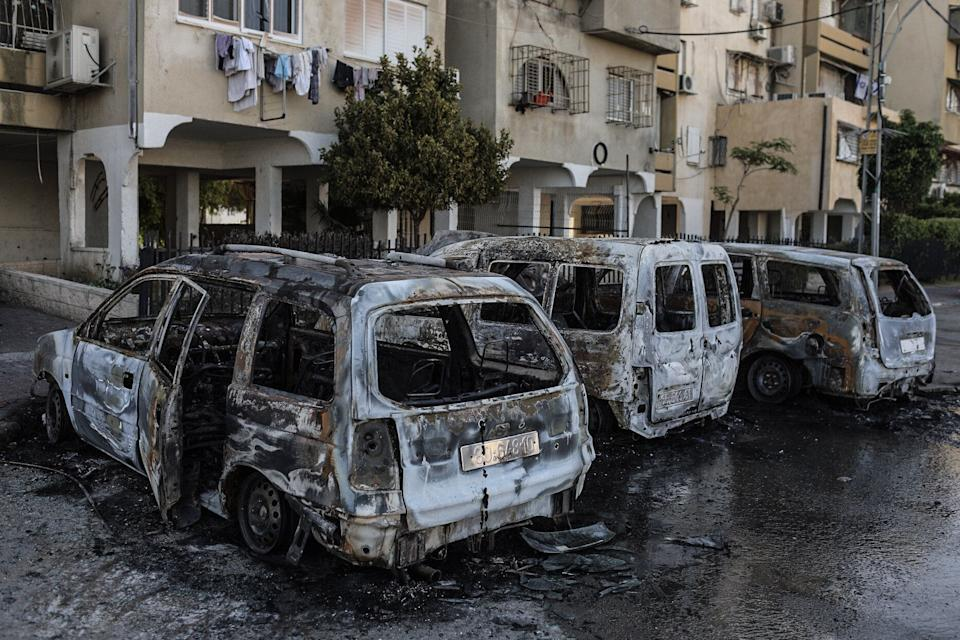 12 May 2021, Israel, Lod: Burnt vehicles are seen after the riots in the city of Lod, following the funeral of a 25-year-old Israeli-Arab man who was shot and killed during violent clashes between police and Israeli Arabs amid the escalating flare-up of Israeli-Palestinian violence. (Photo: picture alliance via Getty Images)