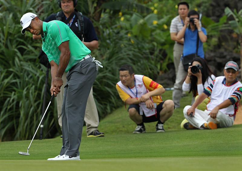 Chinese fans watch Tiger Woods of the U.S. play during an exhibition golf match against Rory Mcllory of Northern Ireland in Haikou, in southern China's island province Hainan, Monday, Oct. 28, 2013. Mcllory won the match, finishing on 6-under 73. (AP Photo/Vincent Yu)