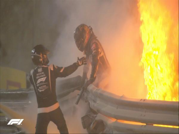 Romain Grosjean escaping out of his car after the horrific crash (Photo/ Formula 1 Twitter)