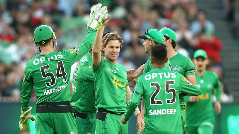 The Melbourne Stars have held a poor Renegades outfit to 9-142 in their BBL derby at the MCG