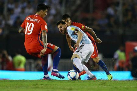 Football Soccer - Argentina v Chile - World Cup 2018 Qualifiers - Antonio Liberti Stadium, Buenos Aires, Argentina - 23/3/17 - Argentina's Lionel Messi (R), Chile's Pablo Hernandez (19) and Charles Aranguiz (rear) compete for the ball. REUTERS/Marcos Brindicci