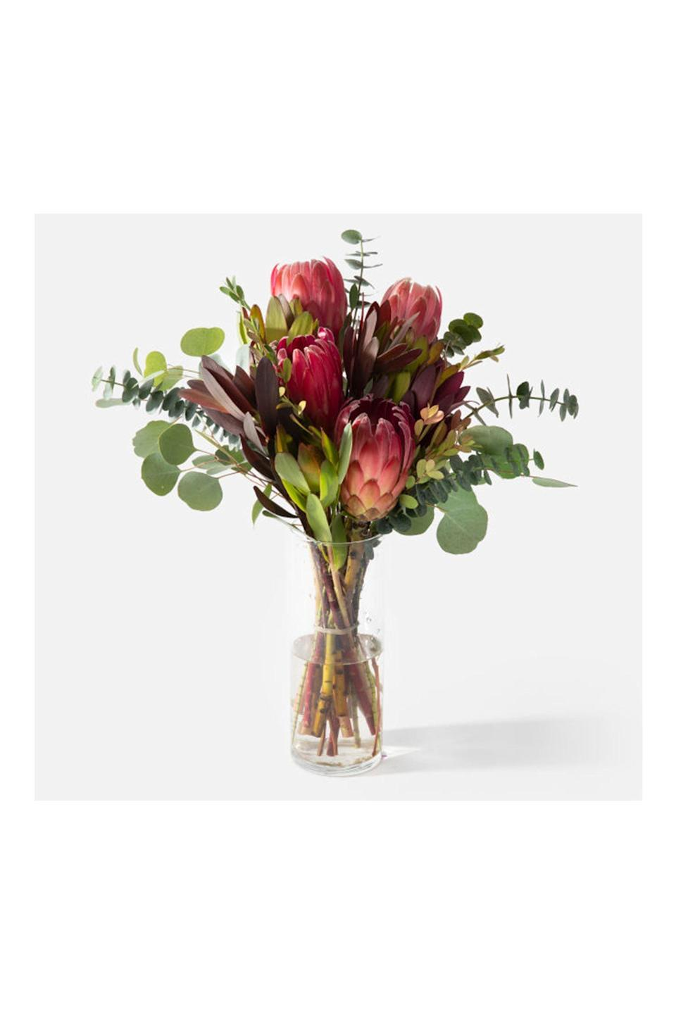 """<p><strong>Urbanstems</strong></p><p>urbanstems.com</p><p><strong>$55.00</strong></p><p><a href=""""https://go.redirectingat.com?id=74968X1596630&url=https%3A%2F%2Furbanstems.com%2Fproducts%2Fflowers%2Fthe-catalina%2FFLRL-B-00170.html&sref=https%3A%2F%2Fwww.redbookmag.com%2Flife%2Fg35152525%2Fbest-flower-delivery-service%2F"""" rel=""""nofollow noopener"""" target=""""_blank"""" data-ylk=""""slk:Shop Now"""" class=""""link rapid-noclick-resp"""">Shop Now</a></p><p>Looking for modern bouquet designs and on-trend plants with nationwide delivery? <a href=""""https://go.redirectingat.com?id=74968X1596630&url=https%3A%2F%2Furbanstems.com%2F&sref=https%3A%2F%2Fwww.redbookmag.com%2Flife%2Fg35152525%2Fbest-flower-delivery-service%2F"""" rel=""""nofollow noopener"""" target=""""_blank"""" data-ylk=""""slk:UrbanStems"""" class=""""link rapid-noclick-resp"""">UrbanStems</a> is your best bet. UrbanStems also offers a subscription service so the goodness of spreading flower and plant cheer is on constant rotation.</p>"""