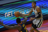 San Antonio Spurs guard Dejounte Murray, right, passes the ball against Golden State Warriors forward Draymond Green during the first half of an NBA basketball game in San Francisco, Wednesday, Jan. 20, 2021. (AP Photo/Jeff Chiu)