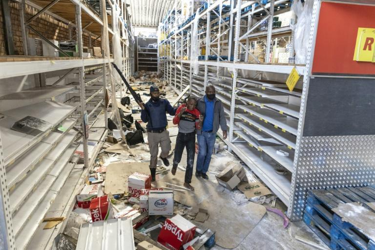 Police arrest a suspected looter at the Gold Spot Shopping Centre in Vosloorus, southeast of Johannesburg