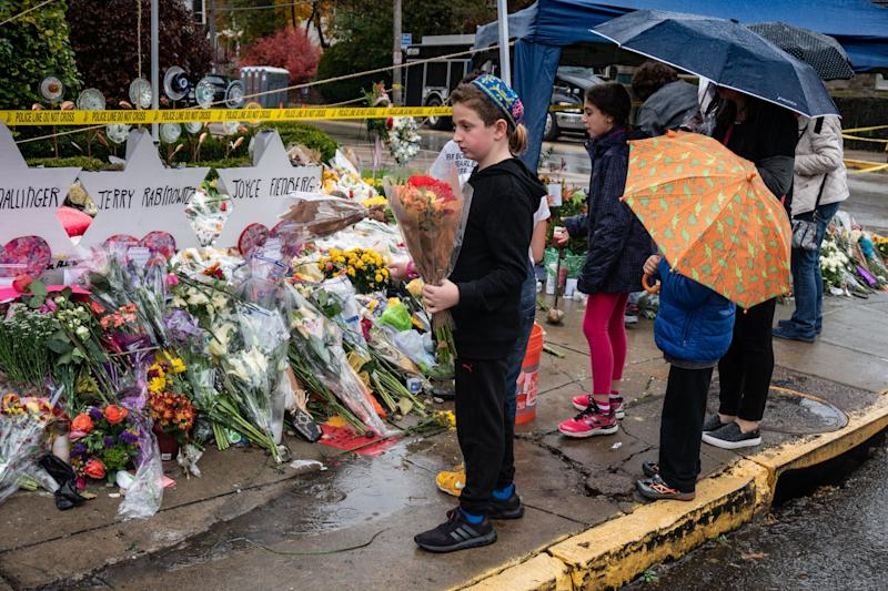 Children pay their respects at a memorial site outside the Tree of Life synagogue in Pittsburgh on Oct. 31, 2018. (Photo: Esther Wayne / SOPA Images via Getty Images)