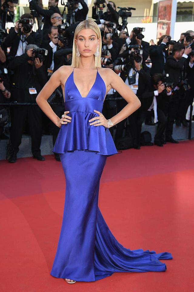 <p>Hailey Baldwin paired her blunt blonde hair with a silk blue gown custom made for her from Twinset. (Photo: Getty Images) </p>