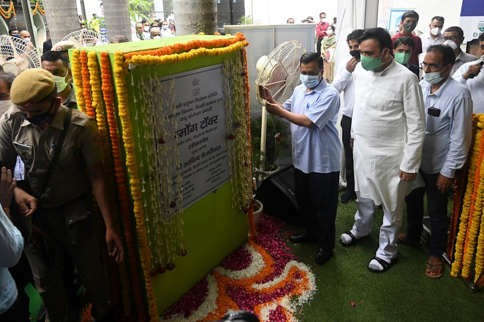 Delhi Chief Minister Arvind Kejriwal (C) inaugurates a 25-metre (82-foot) high smog tower, built to purify the air during pollution season, in New Delhi on August 23, 2021. (Photo by Money SHARMA / AFP) (Photo by MONEY SHARMA/AFP via Getty Images)