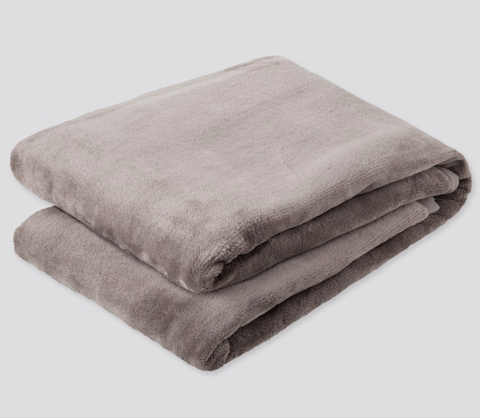 "<h3><a href=""https://www.uniqlo.com/us/en/heattech-full-size-blanket-online-exclusive-428978.html?dwvar_428978_color=COL04"" rel=""nofollow noopener"" target=""_blank"" data-ylk=""slk:Uniqlo Heattech Full-Size Blanket"" class=""link rapid-noclick-resp"">Uniqlo Heattech Full-Size Blanket</a></h3><br>As if this blanket doesn't already scream <em>snuggle up</em> — it also has moisture-absorbing, bio-warming, and insulating features to retain as much heat as possible, making it a real treat for the winter months. <br><br><br><strong>Uniqlo</strong> Heattech Full-Size Blanket, $, available at <a href=""https://go.skimresources.com/?id=30283X879131&url=https%3A%2F%2Fwww.uniqlo.com%2Fus%2Fen%2Fheattech-full-size-blanket-online-exclusive-428978.html%3Fdwvar_428978_color%3DCOL04"" rel=""nofollow noopener"" target=""_blank"" data-ylk=""slk:Uniqlo"" class=""link rapid-noclick-resp"">Uniqlo</a>"