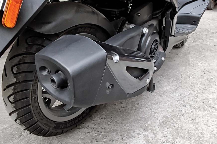 It has a nice and smooth, but sporty exhaust note for a scooter.