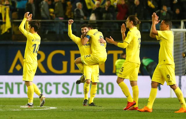 Soccer Football - La Liga Santander - Villarreal vs Atletico Madrid - Estadio de la Ceramica, Villarreal, Spain - March 18, 2018 Villarreal's Alvaro Gonzalez and team mates celebrate after the match REUTERS/Heino Kalis