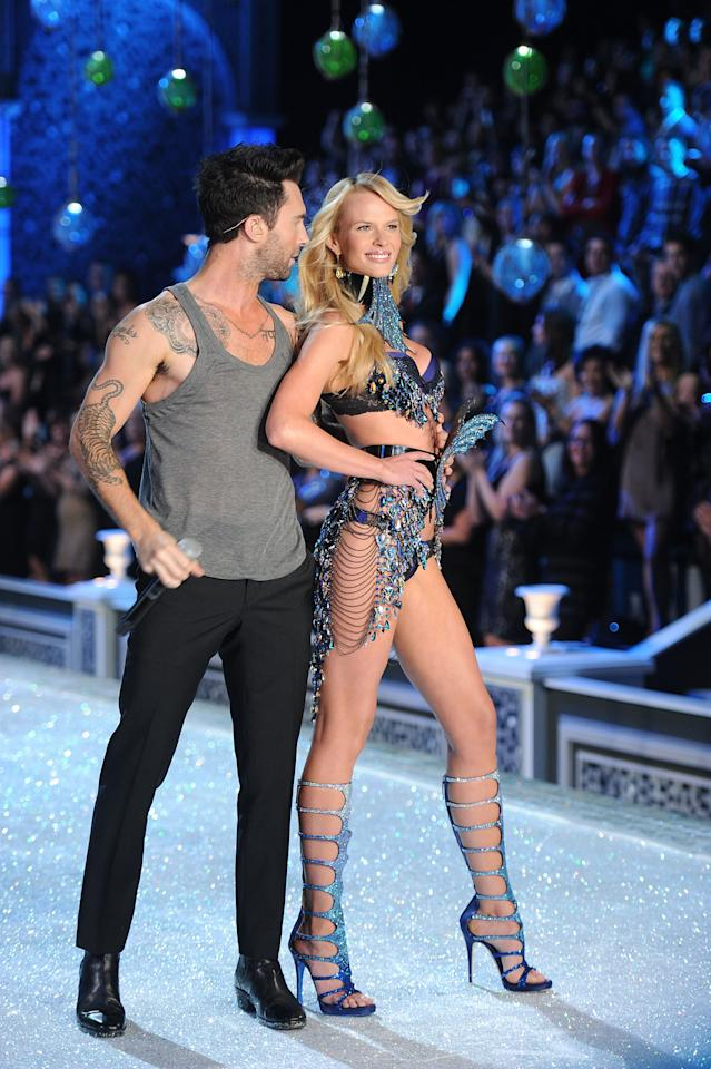 NEW YORK, NY - NOVEMBER 09:  Adam Levine of Maroon 5 performs with Model Anne Vyalitsina during the 2011 Victoria's Secret Fashion Show at the Lexington Avenue Armory on November 9, 2011 in New York City.  (Photo by Jamie McCarthy/Getty Images)