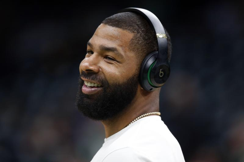 Marcus Morris of the Boston Celtics wears headphones during warm-ups before Game 3 of a second round of the NBA basketball playoffs against the Milwaukee Bucks in Boston, Friday, May 3, 2019. (AP Photo / Michael Dwyer)