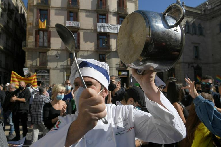 Hundreds of restaurant operators protested Friday in Barcelona against a 15-day shutdown