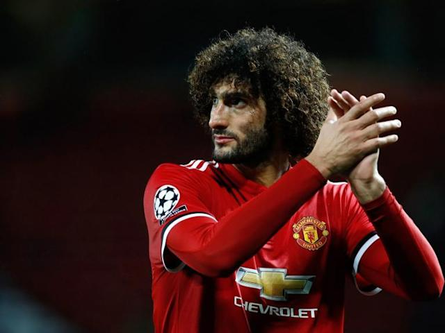 Marouane Fellaini signs new Manchester United contract
