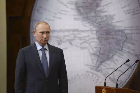 Russia's President Vladimir Putin attends a ceremony to award researchers and explorers of the Antarctic continent, in St. Petersburg, June 5, 2014. REUTERS/Alexei Nikolsky/RIA Novosti/Kremlin