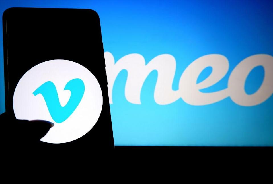 INDIA - 2019/08/17: In this photo illustration a popular video sharing application Vimeo logo seen displayed on a smartphone. (Photo Illustration by Avishek Das/SOPA Images/LightRocket via Getty Images)