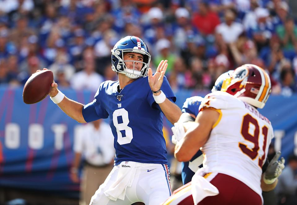EAST RUTHERFORD, NEW JERSEY - SEPTEMBER 29:  Daniel Jones #8 of the New York Giants passes against the Washington Redskins during their game at MetLife Stadium on September 29, 2019 in East Rutherford, New Jersey. (Photo by Al Bello/Getty Images)