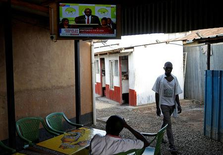People watch on television the announcement of the winner of polls in Kenya's repeat presidential election in Kisumu, Kenya October 30, 2017. REUTERS/Baz Ratner